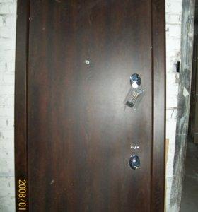 Входная дверь с незначительными дефектами