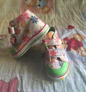Кроссовки для девочки НОВЫЕ!
