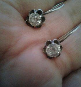 Продаю серебряные серьги и кольцо с фианитами.