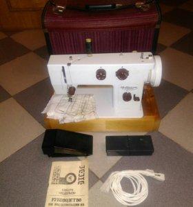 Швейная машинка Чайка 143