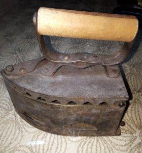 Утюг старинный на углях