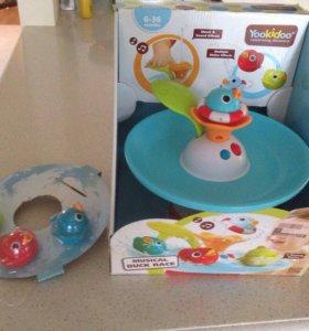 Игрушка для малыша в ванной