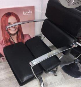 Парикмахерские кресла в хорошем состоянии.