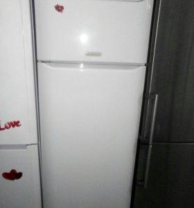 Холодильник Ariston б/у