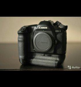 Зеркальная фотокамера Canon EOS 1