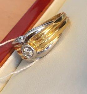 Золотой перстень с крупным бриллиантом