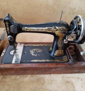 Швейная машина ретро