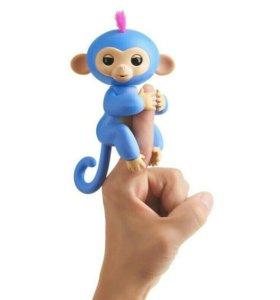 Интерактивная игрушка обезьянка Fingerlings