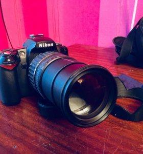 Зеркальный фотоаппарат Nikon D90 (почти новый)