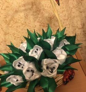 Корзина с цветами в стиле канзаши .