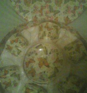 Набор кружичек и блюдичек! В красивой коробочке.