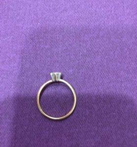Кольцо из белого и желтого золота с фианитом