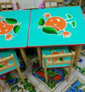 Детский стол и 4 стульчики (дерево)