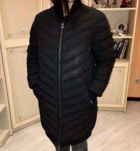 Демисезонное чёрное пуховое пальто
