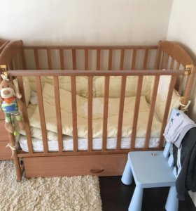 Мебель в детскую кроватка столик шкаф