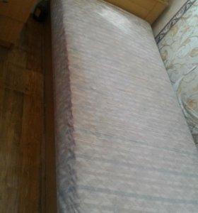 Кровать с ящиками для хранения вещей