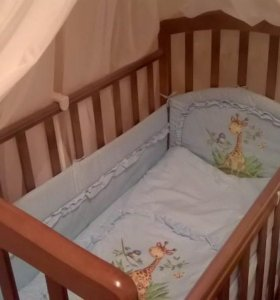 Детская кроватка с набором