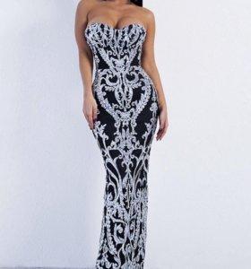 Платье вечернее в пол длинное, со шлейфом.