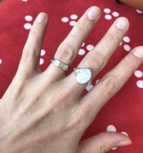 Посеребрённое кольцо с белым опалом