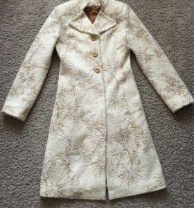 Красивое пальто р 42-44на рост от 160 и выше