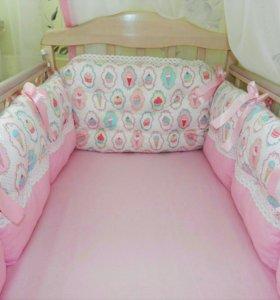Бортики в детскую кроватку для девочки.