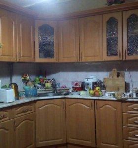 Кухня и кухонный уголок со столом