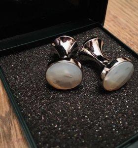 Серебряные запонки с лунным камнем