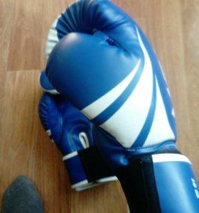 Боксёрские перчатки «Venum»