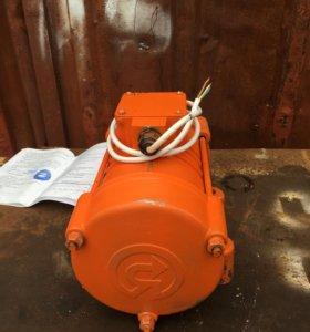 Площадочный вибродвигатель