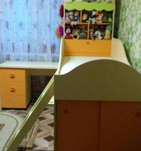 Детский гарнитур.Кровать,стол,стул,шкаф.Торг.