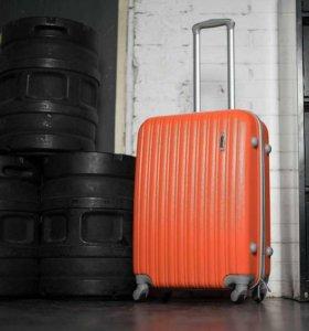 Продам Пластиковый чемодан, новый