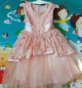 Очень красивое платье для девочки,размер116