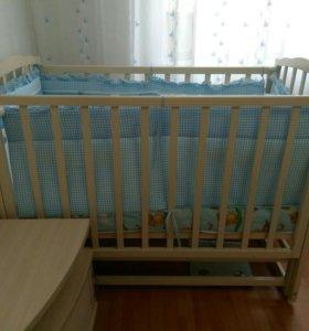 детская кроватка с матрасом и бортиками