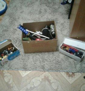 Коробка с игрушками.