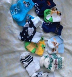 Носочки и шапочки от 3-6  месяцев