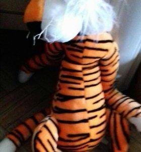 Тигр игрушечный