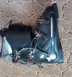 Комплект лыжи, лыжные палки + ботинки ( 43р)