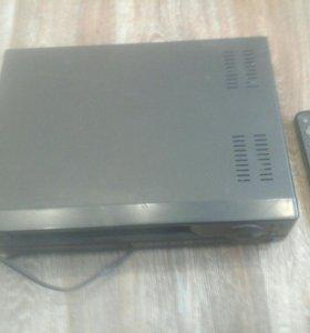 Видеомагнитофон Orion пишуший, с кассетами VHS