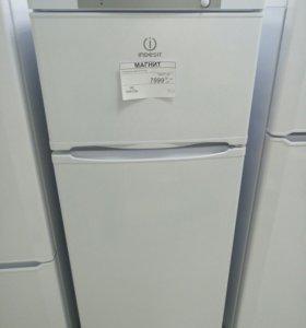 Холодильник Indesit ST145.028