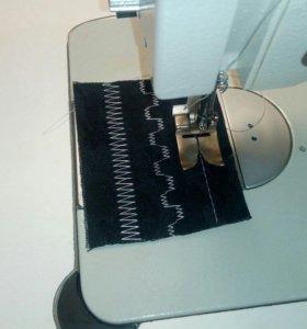 Промышленная швейная машинка зиг-заг.