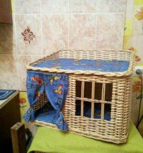 Лежанки и домики для кошек