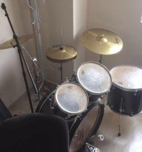 Ударная установка, (барабанная)