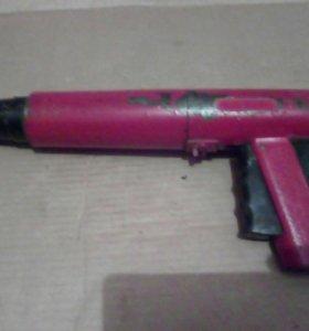 Строительно-монтажный пистолет.