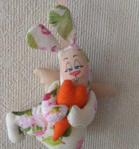 Интерьерная кукла- заяц с сердцем