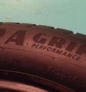 Goodyear Ultra Grip Performance 225-55-17 101V
