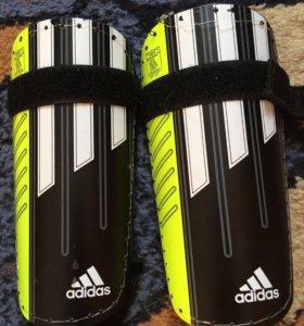 Футбольные щетки adidas.