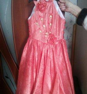 Продам платье для девочки 5-6лет.