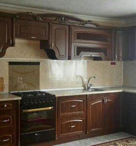 Кухонный гарнитур с газовой плитой в подарок.