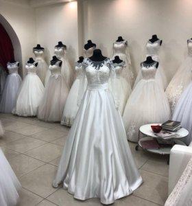 Новое атласное свадебное платье
