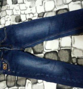 Продам демисезонные джинсы